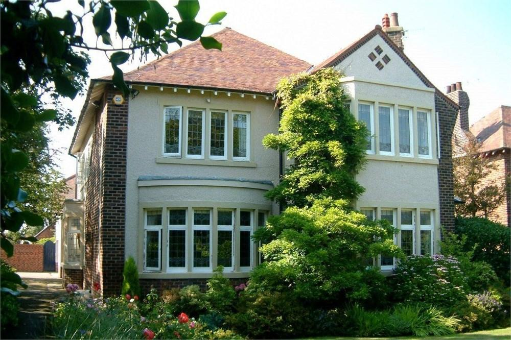 6 Bedrooms Detached House for sale in St Annes Road East, Lytham St Annes, FY8