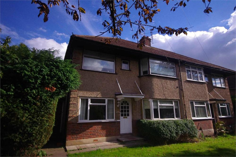 2 Bedrooms Apartment Flat for sale in Courtlands Drive, Watford, Hertfordshire, WD17
