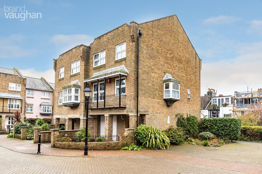 4 Bedrooms Semi Detached House for sale in St Marys Square, Brighton, BN2