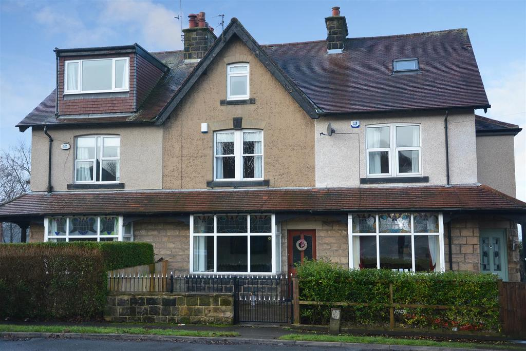 4 Bedrooms Terraced House for sale in Rufford Avenue, Yeadon, Leeds