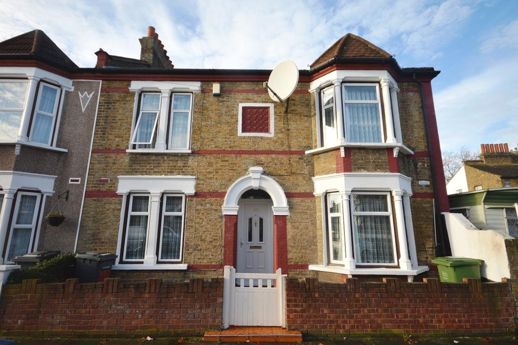 4 Bedrooms End Of Terrace House for sale in Silvermere Road London SE6