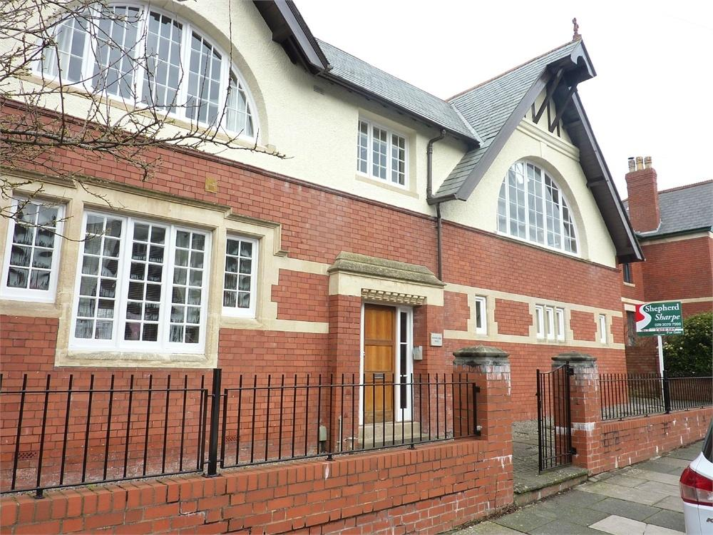 2 Bedrooms Flat for sale in Woodland Place, Penarth