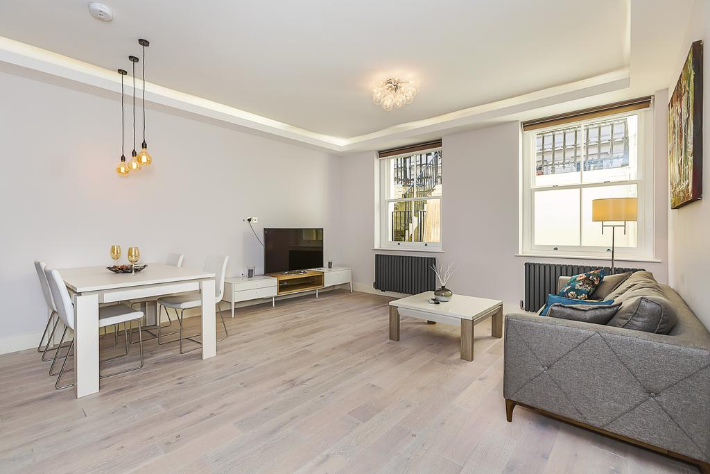 2 Bedrooms Flat for sale in Princes Gate, London. SW7