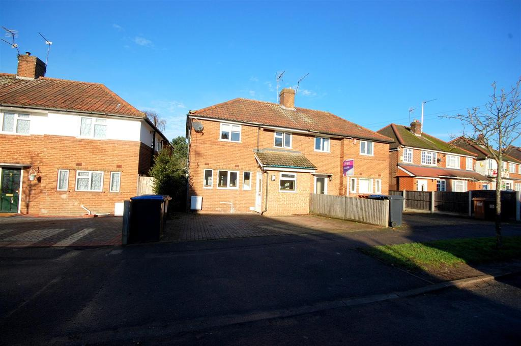 4 Bedrooms Semi Detached House for sale in Crawford Road, Hatfield