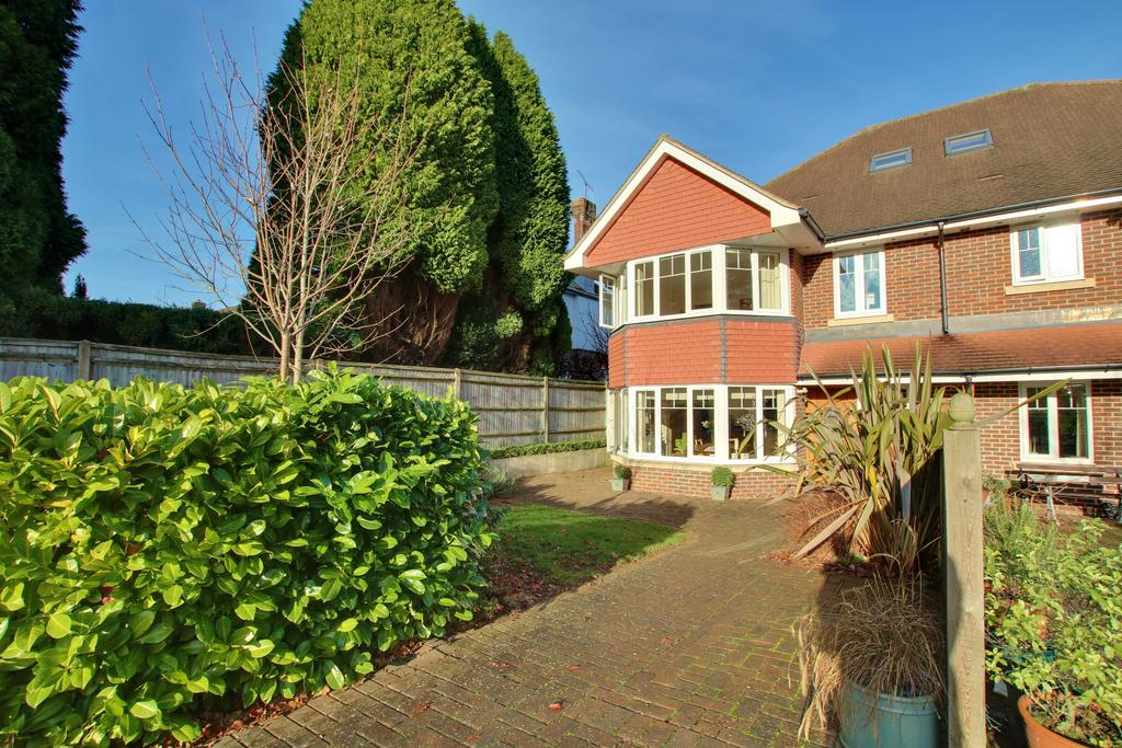 4 Bedrooms Semi Detached House for sale in Bassett, Southampton