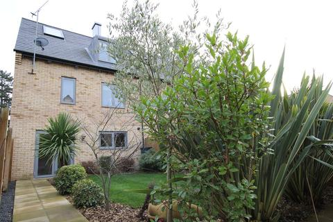 4 bedroom townhouse to rent - Spring Drive, Trumpington