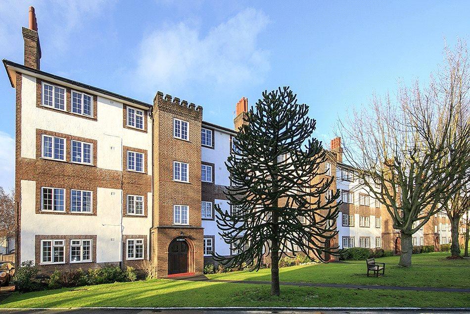 3 Bedrooms Flat for sale in Gloucester Court, Kew Road, Kew, Surrey, TW9