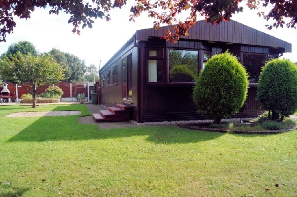 2 Bedrooms Park Home Mobile Home for sale in Chestnut Crescent, The Elms, Torksey