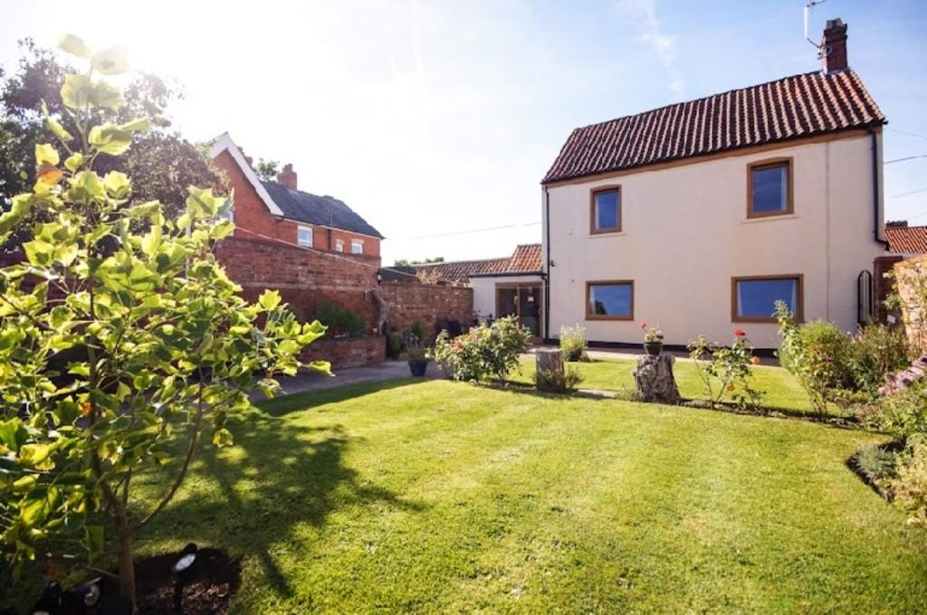 3 Bedrooms Detached House for sale in Station Road, Reepham