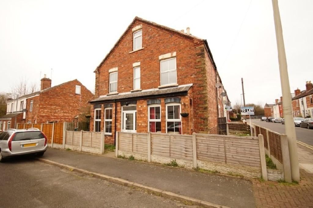3 Bedrooms End Of Terrace House for sale in Ruskin Street, Gainsborough