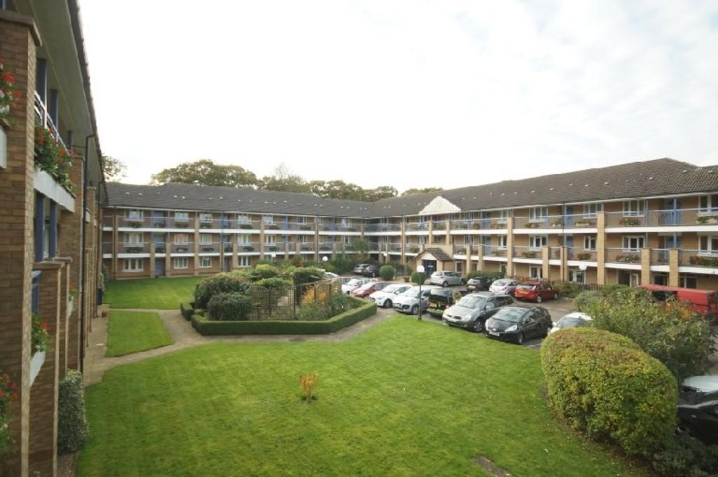 2 Bedrooms Apartment Flat for sale in Minster Court, Bracebridge Heath