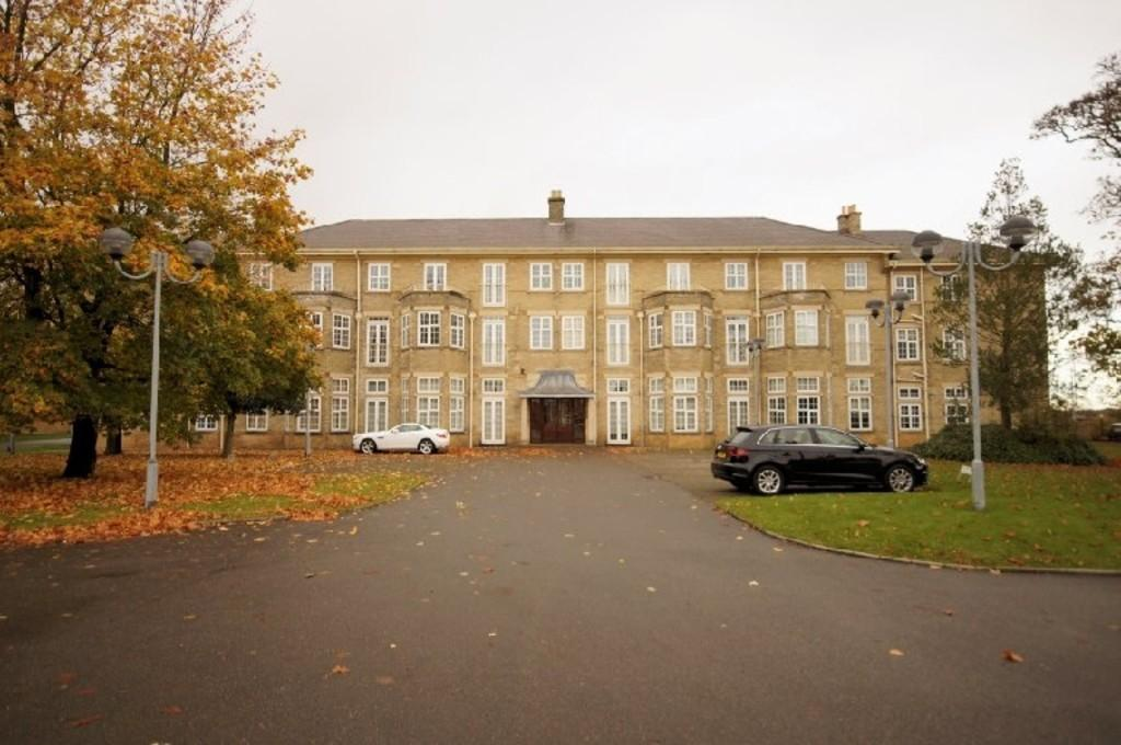 2 Bedrooms Flat for sale in Chichester Road, Bracebridge Heath