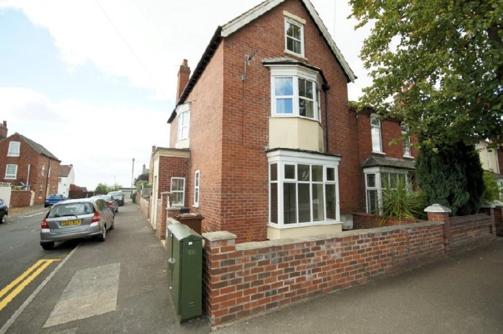 2 Bedrooms Flat for sale in Burton Road, Lincoln