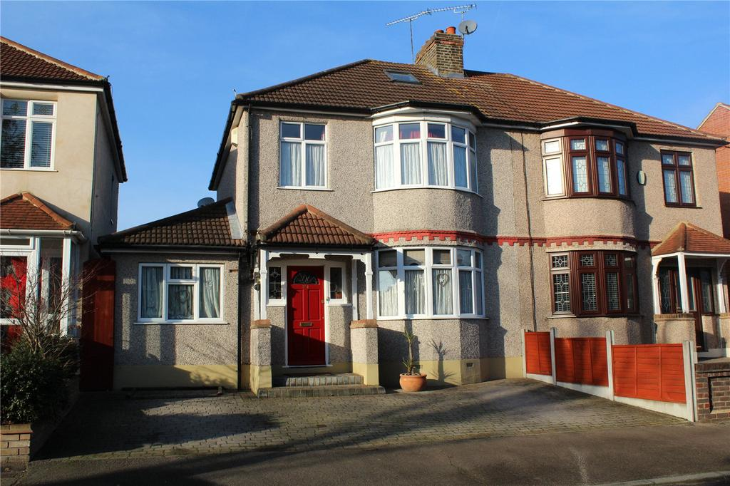 3 Bedrooms Semi Detached House for sale in Lyndhurst Drive, Hornchurch, RM11