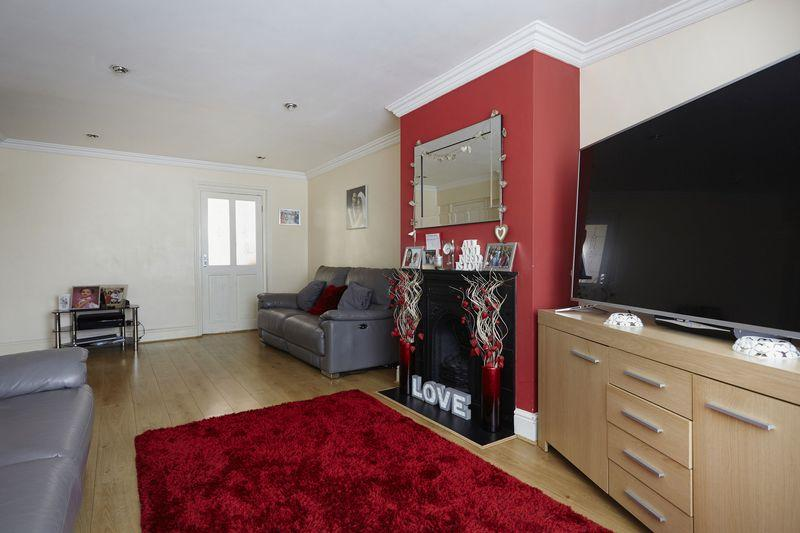 3 Bedrooms Terraced House for sale in Nesbit Road, Eltham SE9