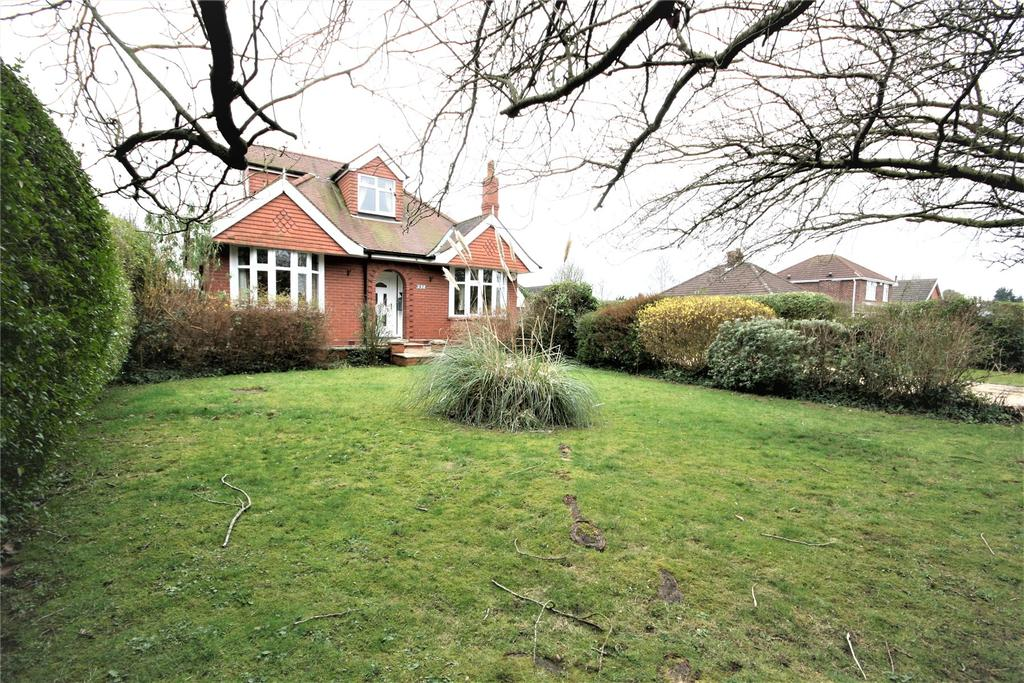 3 Bedrooms Detached Bungalow for sale in Station Road, New Waltham, DN36