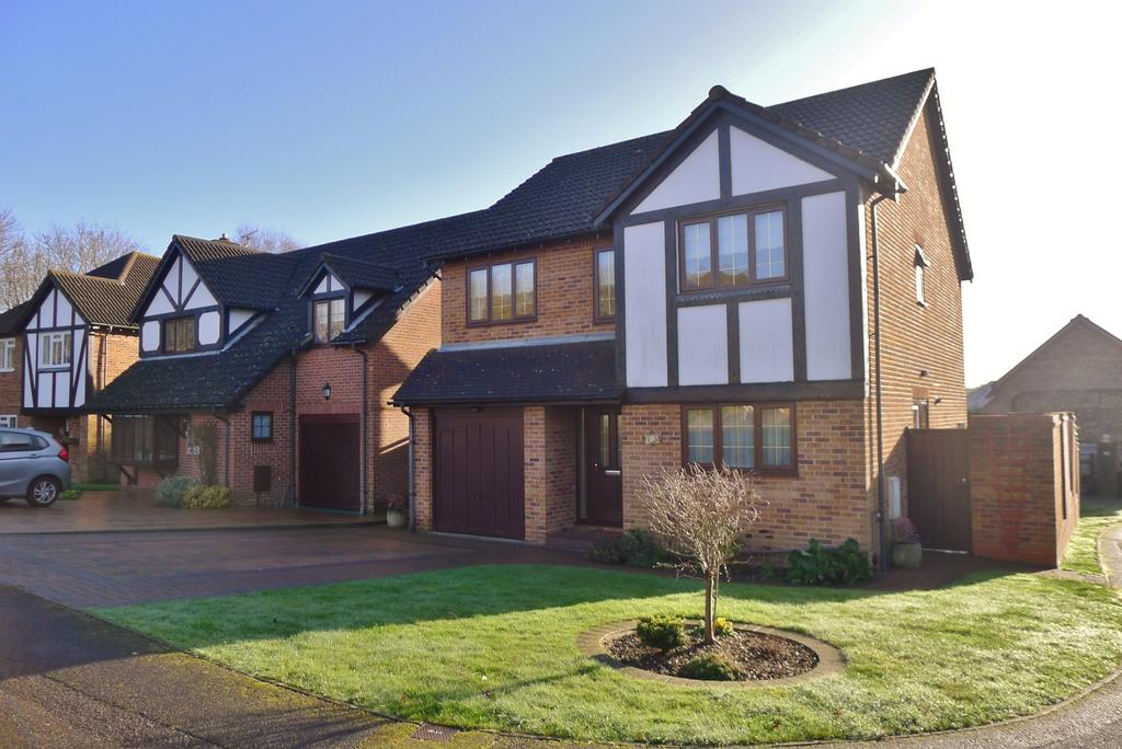 4 Bedrooms Detached House for sale in FURZEHALL AVENUE, FAREHAM