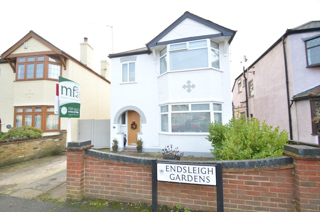 3 Bedrooms Detached House for sale in Endsleigh Gardens, HERSHAM VILLAGE KT12