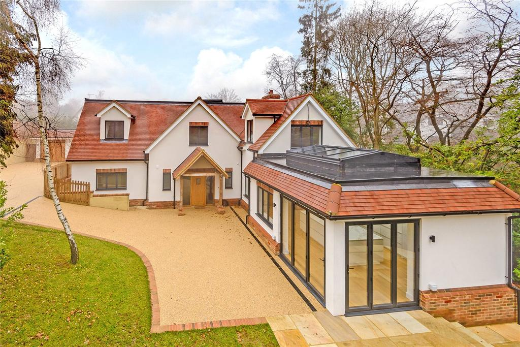 5 Bedrooms Detached House for sale in Beeches Drive, Farnham Common, Bucks