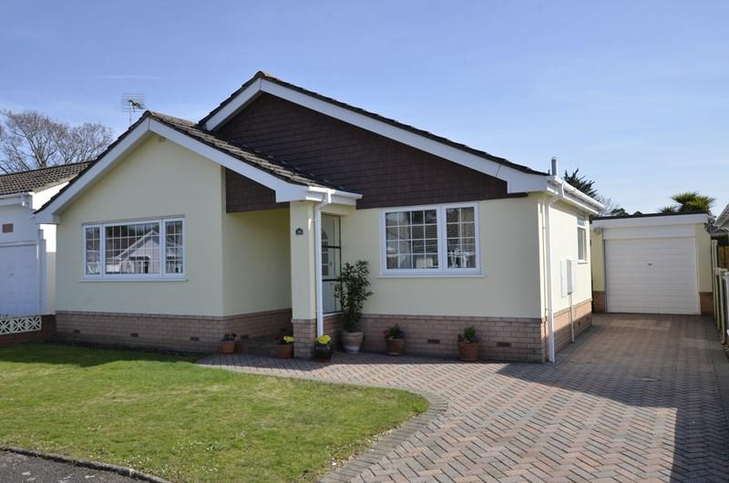 3 Bedrooms Detached Bungalow for sale in Arnold Road, West Moors, Ferndown