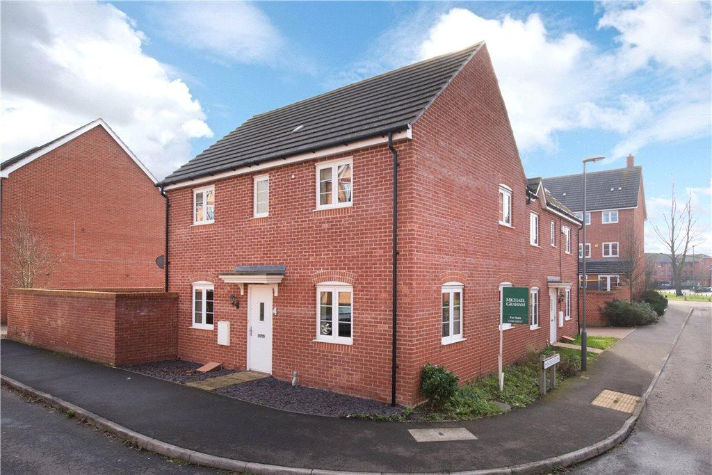 3 Bedrooms Semi Detached House for sale in Hancock Close, Aylesbury, Buckinghamshire