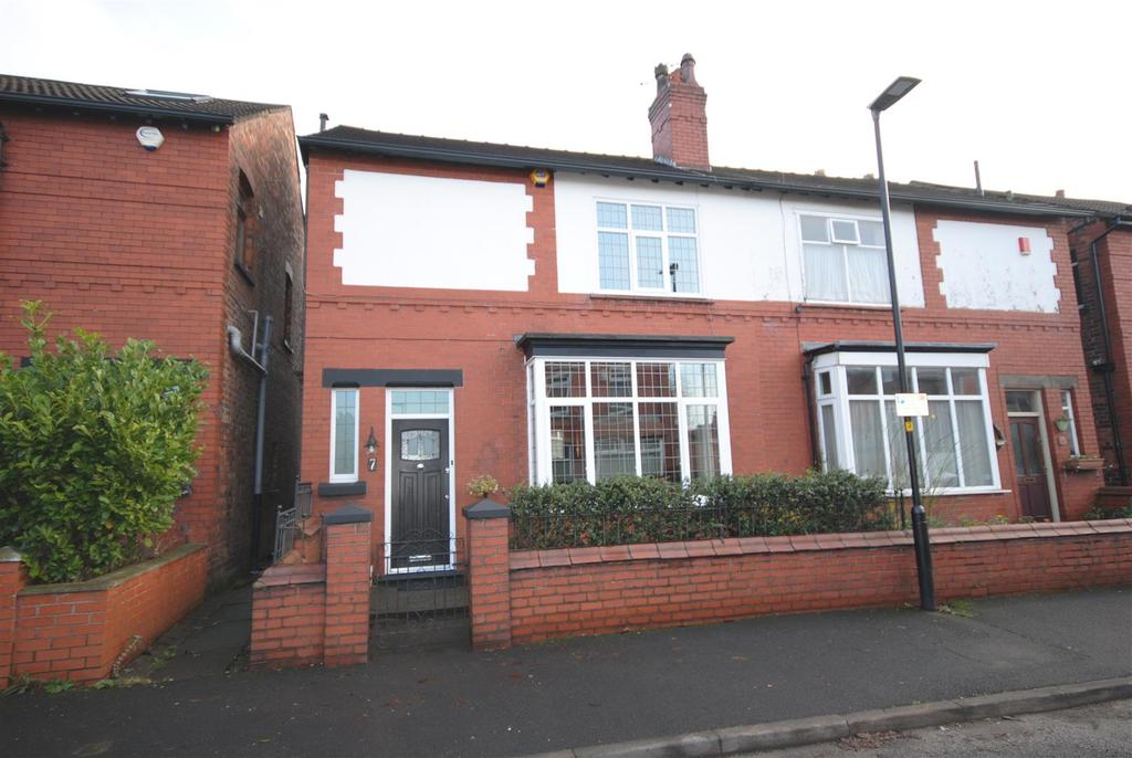 3 Bedrooms Semi Detached House for sale in Kingsway, Wigan