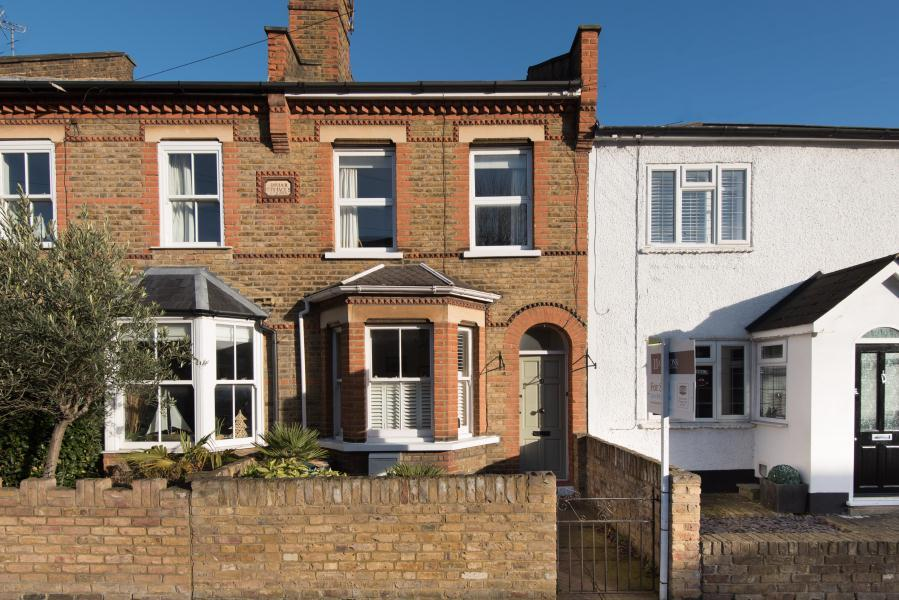 3 Bedrooms House for sale in Briar Road, Twickenham, TW2