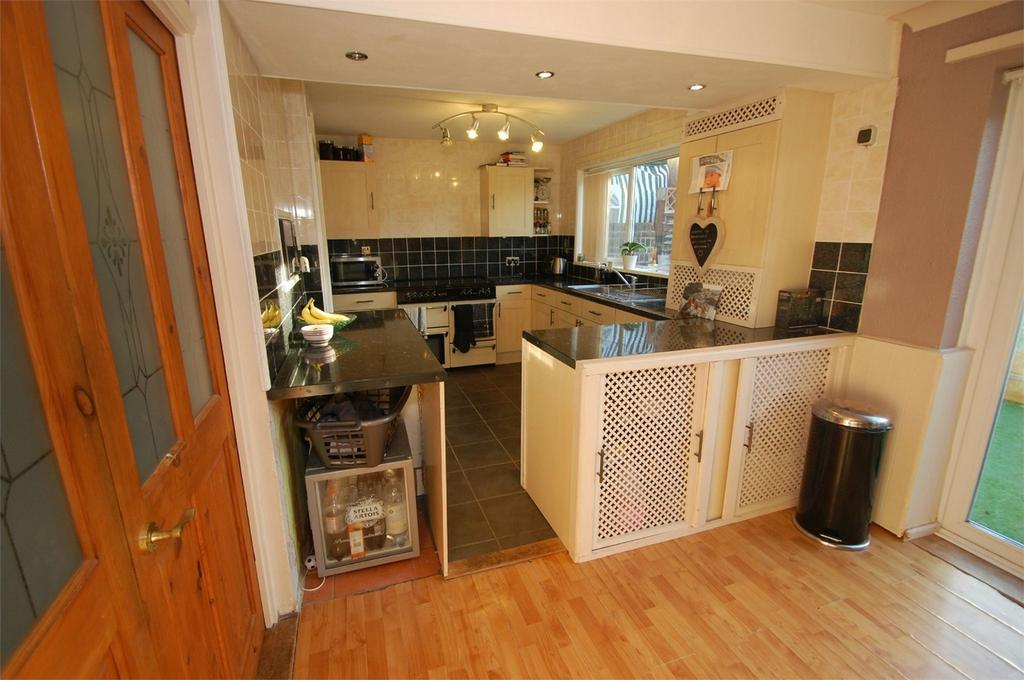 3 Bedrooms Terraced House for sale in Anson Close, Walderslade, Kent