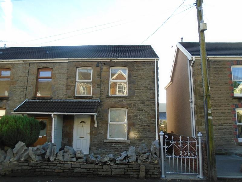2 Bedrooms Semi Detached House for sale in Brecon Road, Pontardawe, Swansea.