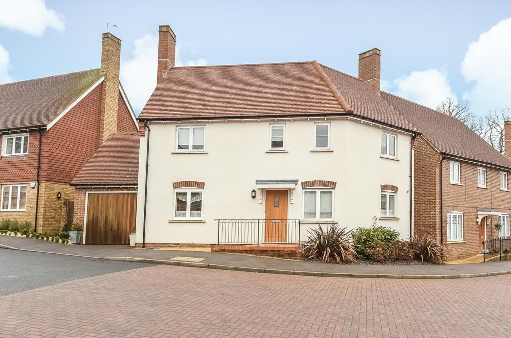 3 Bedrooms Detached House for sale in Trinity Fields, Lower Beeding, RH13