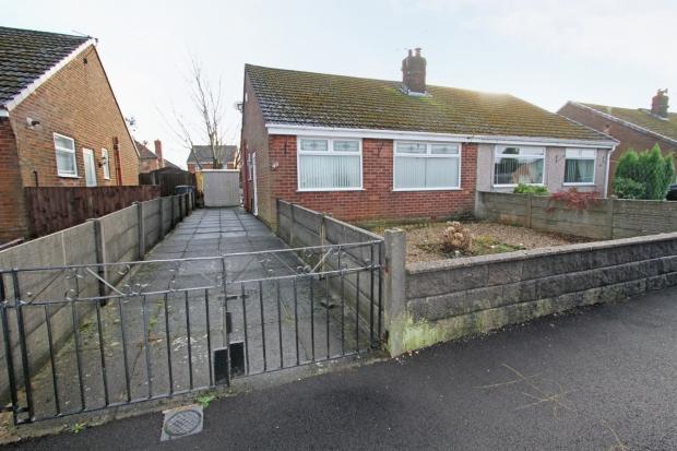2 Bedrooms Semi Detached Bungalow for sale in Belvedere Road Ashton In Makerfield Wigan