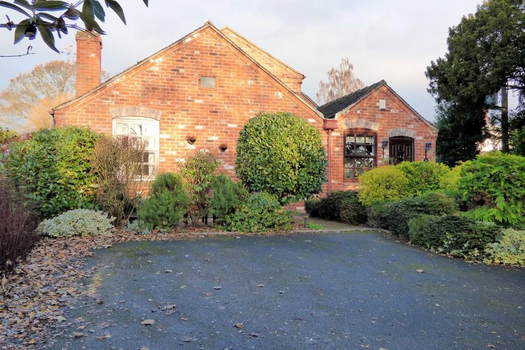 3 Bedrooms Cottage House for sale in Dovecliff Road, Stretton