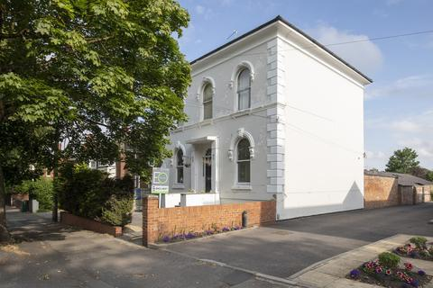 Property to rent - St. Georges Road, Cheltenham GL50 3EQ