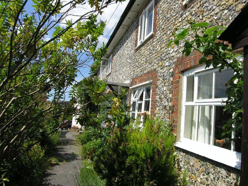2 Bedrooms House for sale in LEATHERHEAD