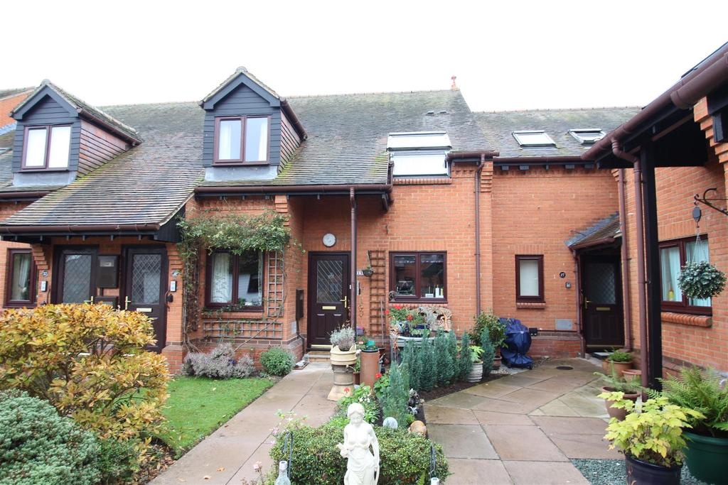 2 Bedrooms Apartment Flat for sale in Fegans Court, Stony Stratford, Milton Keynes