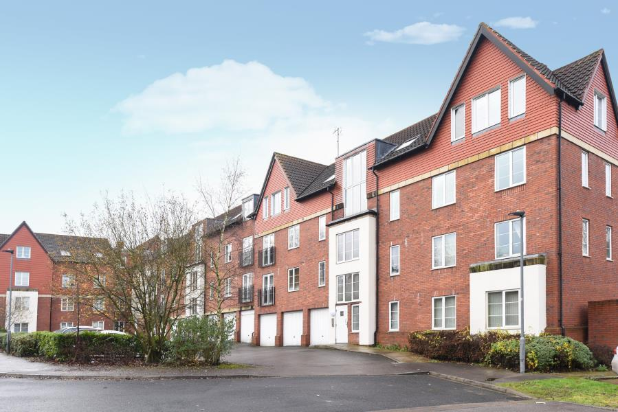 2 Bedrooms Apartment Flat for sale in SHELLEY HOUSE, MONUMENT CLOSE, YORK, YO24 4HT