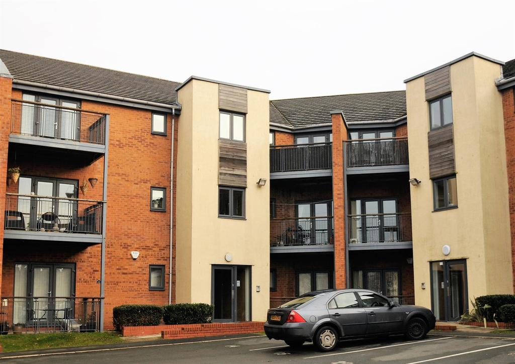 3 Bedrooms Apartment Flat for sale in Mere House, Arbour Walk, Helsby