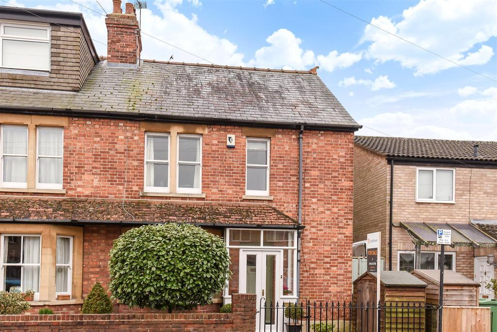 4 Bedrooms Semi Detached House for sale in Edgeway Road, Marston