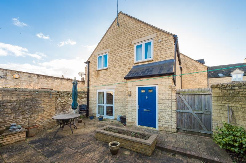 3 Bedrooms Terraced House for sale in Cooper Mews, Witney, Oxfordshire
