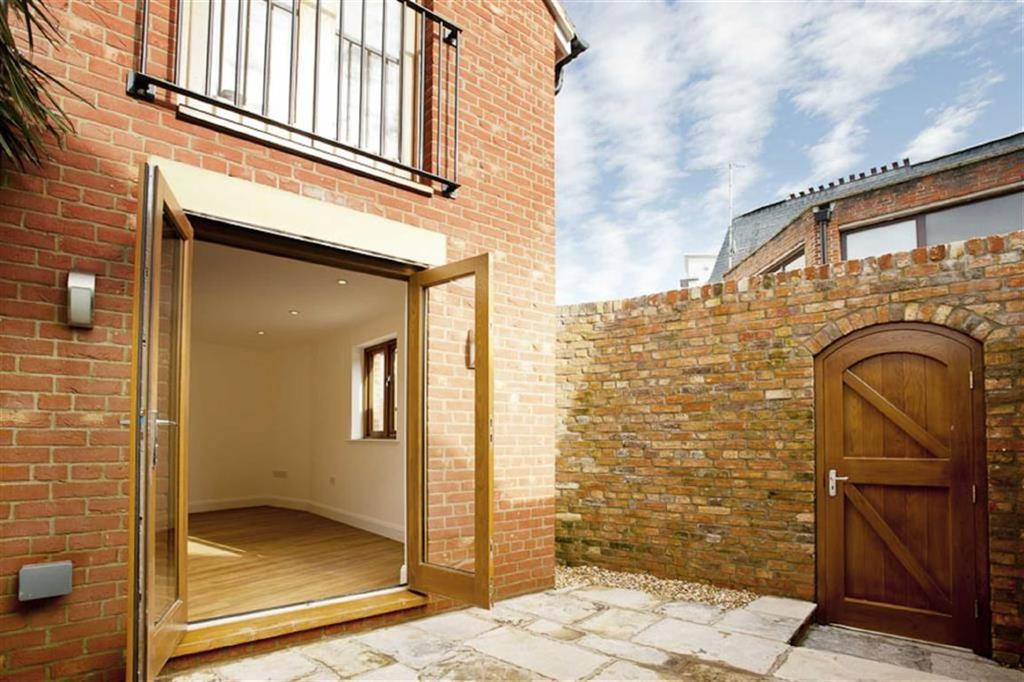 3 Bedrooms Semi Detached House for sale in Strand Street, Poole, Dorset