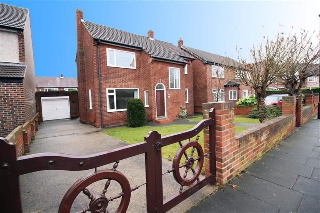 4 Bedrooms Detached House for sale in Shaftesbury Avenue, Whitley Bay