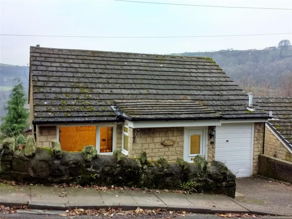 4 Bedrooms Detached House for sale in Hurst Road, Off Keighley Road, Hebden Bridge