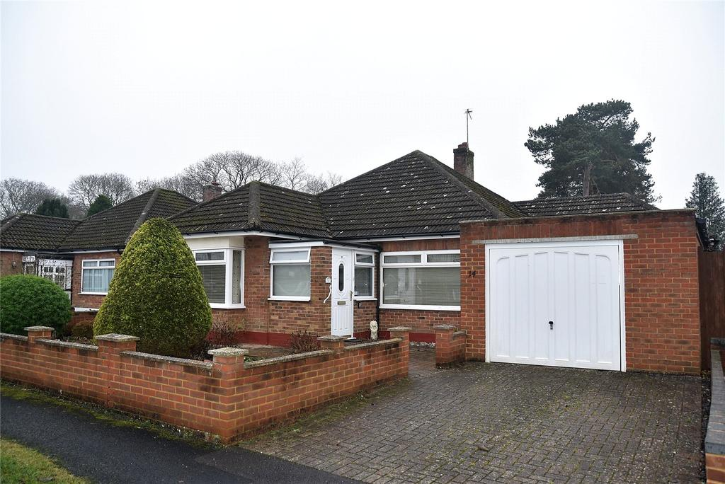 3 Bedrooms Detached Bungalow for sale in Heath Road, Pamber Heath, Tadley, Hampshire, RG26