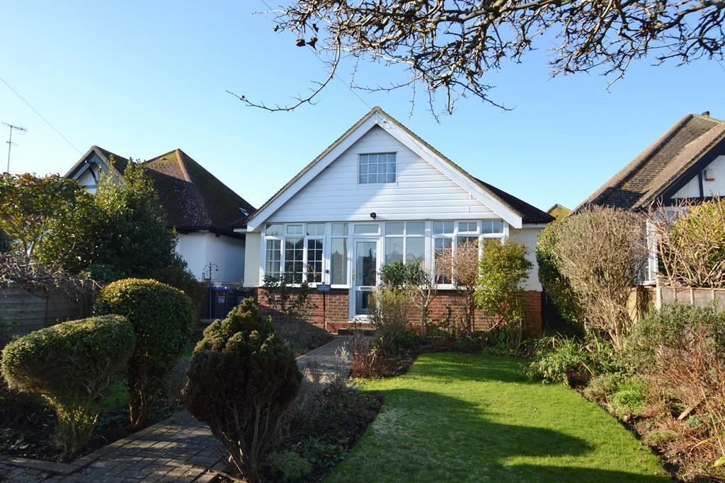 2 Bedrooms Detached Bungalow for sale in East Avenue, Goring By sea, BN12 4DD