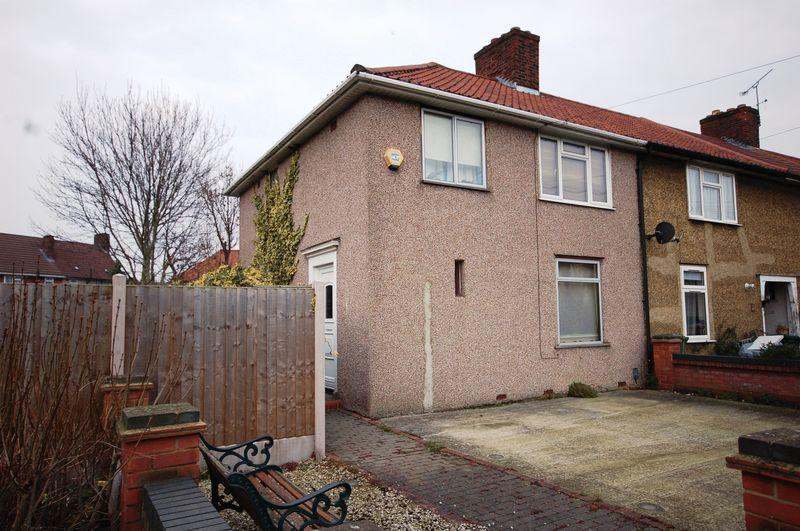 3 Bedrooms Semi Detached House for sale in Barnmead Gardens, Dagenham