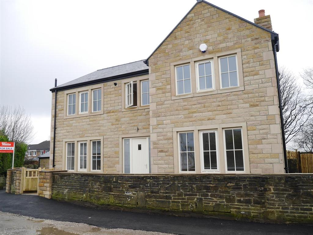 5 Bedrooms Detached House for sale in All Alone, Idle, Bradford, BD10 8TS