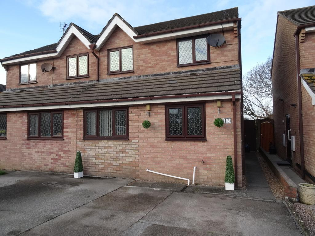 3 Bedrooms Semi Detached House for sale in GEORGE THOMAS CLOSE, NOTTAGE,PORTHCAWL, CF36 3PH