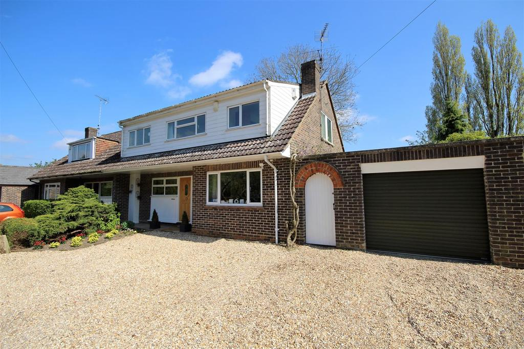 3 Bedrooms Semi Detached House for sale in Lodge Road, Whistley Green, Reading