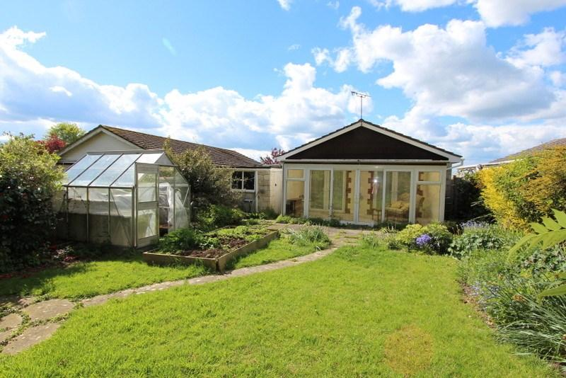 2 Bedrooms Detached Bungalow for sale in Marnhull, Dorset