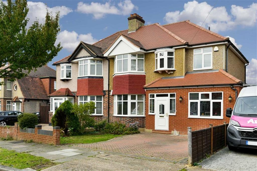 5 Bedrooms Semi Detached House for sale in Lymington Gardens, Stoneleigh, Surrey